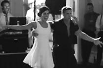 Spectaculaire openingsdans door bruidspaar