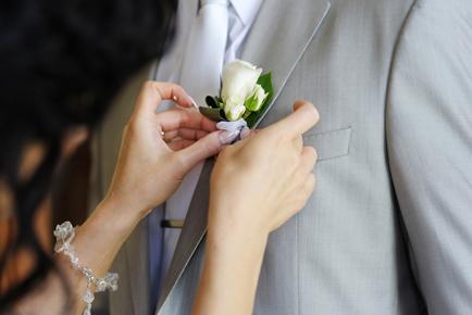 bruidegom_grijs_bloem