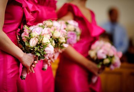 bruidsmeisjes_roze_bloemen