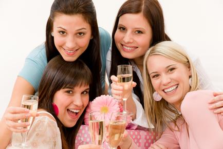 vrijgezellenfeest_vriendinnen_champagne